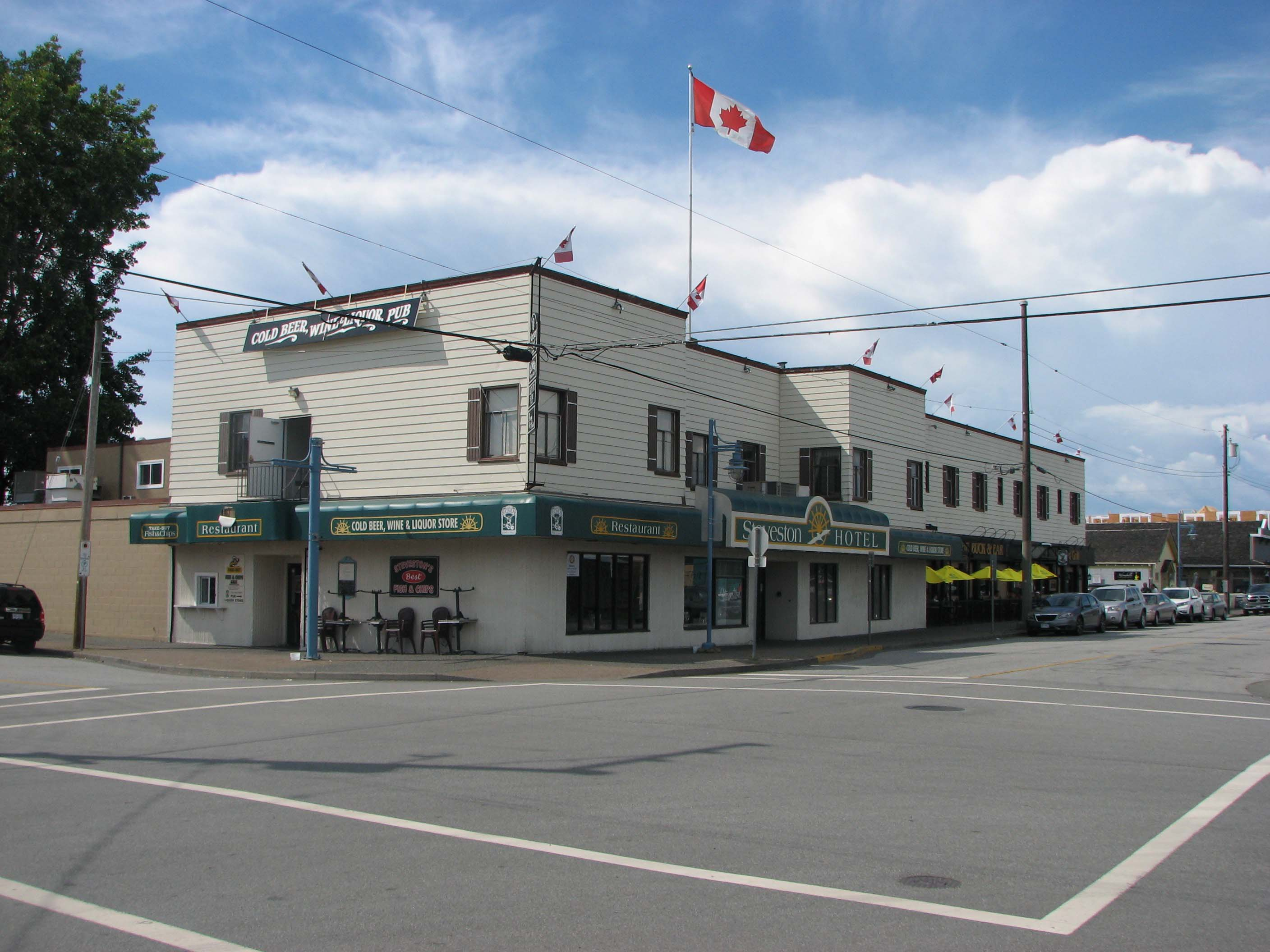 Steveston Hotel - Home of The Buck & Ear Pub, Steveson Harbour